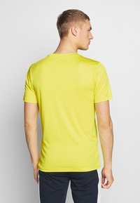 Jack & Jones Performance - JCOZSS PERFORMANCE TEE - Print T-shirt - sulphur spring - 2
