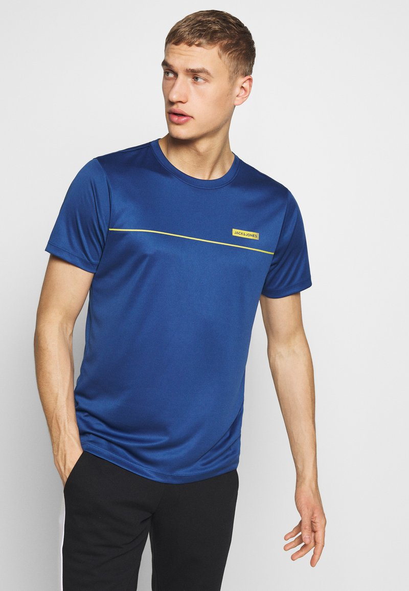 Jack & Jones - JCOZSS PERFORMANCE TEE - Print T-shirt - navy peony