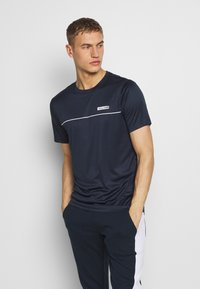 Jack & Jones Performance - JCOZSS PERFORMANCE TEE - Triko s potiskem - sky captain - 0