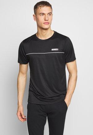 JCOZSS PERFORMANCE TEE - Camiseta estampada - black