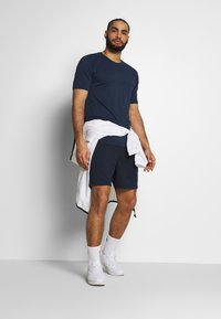 Jack & Jones Performance - JCOZSS SEAMLESS TEE - Jednoduché triko - sky captain - 1