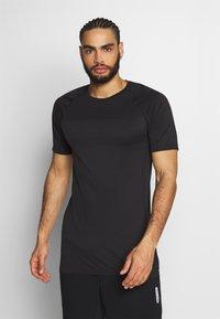 Jack & Jones Performance - JCOZSS SEAMLESS TEE - Basic T-shirt - black - 0