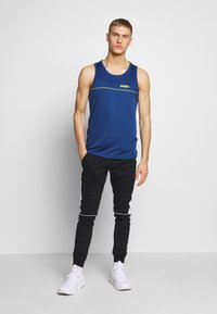 Jack & Jones Performance - JCOZPERFORMANCE TANK - Top - navy peony - 1