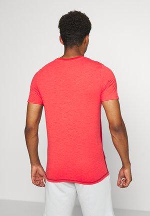 JCOFADE TEE CREW NECK - T-shirt med print - bittersweet