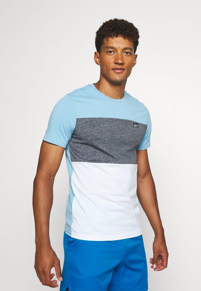 JCOCHASE TEE CREW NECK - T-shirt z nadrukiem - dusk blue