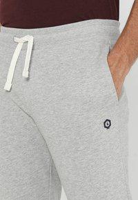 Jack & Jones - Pantalones deportivos - light grey melange - 3