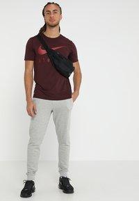 Jack & Jones - Pantalones deportivos - light grey melange - 1