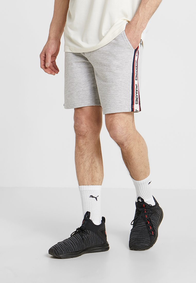 Jack & Jones - JJIVISION SHORTS MID - kurze Sporthose - light grey melange