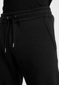 Jack & Jones - JJIGORDON JJSOFT PANTS - Træningsbukser - black - 3