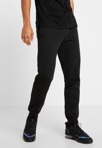 Jack & Jones - JJIGORDON JJSOFT PANTS - Verryttelyhousut - black - 0