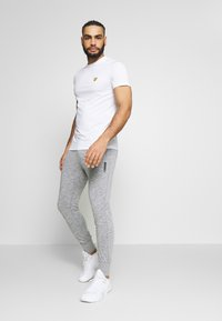 Jack & Jones - JJWILL PANTS - Tracksuit bottoms - light grey melange - 1