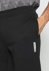 Jack & Jones Performance - JJIWILL PANT - Pantalones deportivos - black - 4