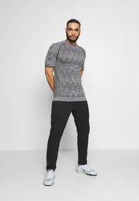 Jack & Jones Performance - JJIWILL PANT - Pantalones deportivos - black - 1
