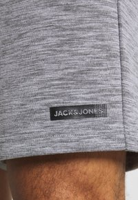 Jack & Jones Performance - JJIZSWEAT SHORT - Sports shorts - light grey melange - 5