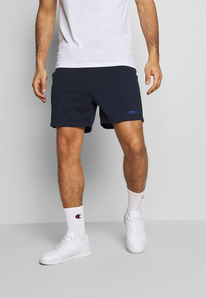 Jack & Jones Performance - JJIZSWEAT SHORT - Sports shorts - sky captain