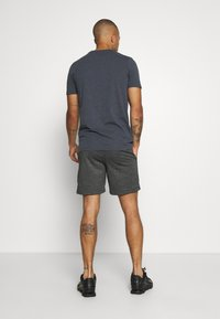 Jack & Jones - JJICOLT - Sports shorts - pirate black - 2