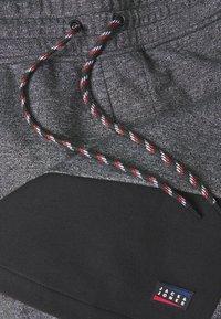 Jack & Jones - JJICOLT - Sports shorts - pirate black - 2