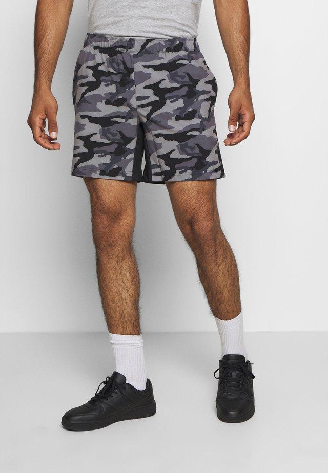 JCOZWOVEN CAMO - Korte broeken - black