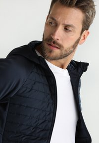 Jack & Jones - JCOMULTI QUILTED JACKET - Outdoor jacket - dark blue - 5