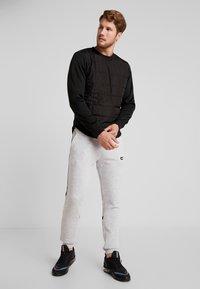 Jack & Jones - JCOCOUNT CREW NECK - Sweater - black - 1