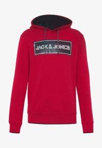 Jack & Jones - JCOTRISTAN HOOD - Hoodie - rio red - 4