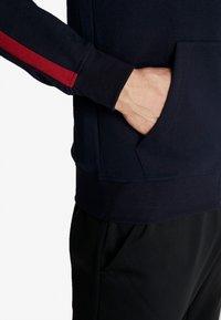 Jack & Jones - JCOISLAND ZIP HOOD - Zip-up hoodie - sky captain - 4