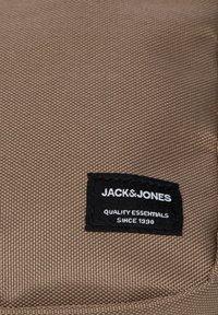 Jack & Jones - Across body bag - tigers eye - 6