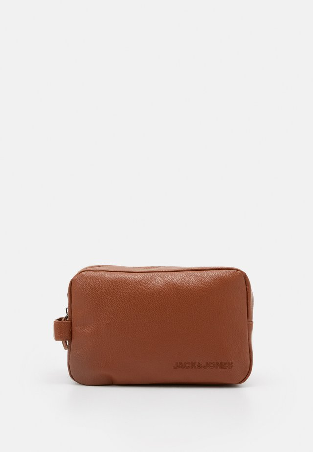 JACJAY TOILETRY BAG - Wash bag - cognac