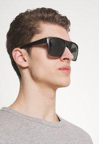 Jack & Jones - JACMAVERICK SUNGLASSES - Sunglasses - dark grey - 1
