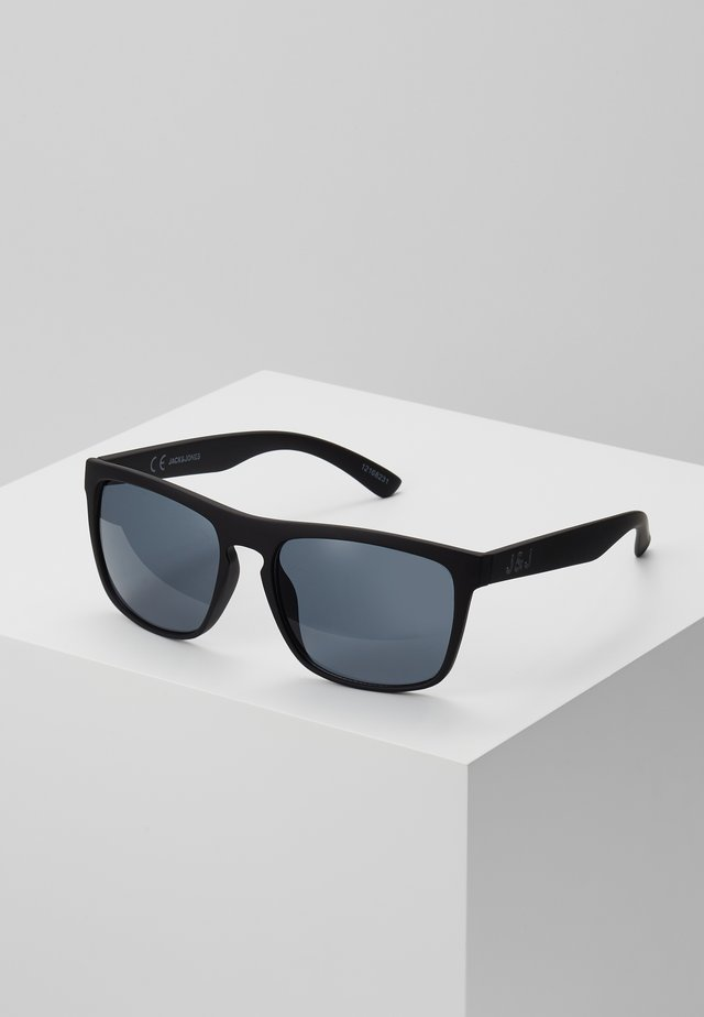 JACMAVERICK SUNGLASSES - Aurinkolasit - black bean
