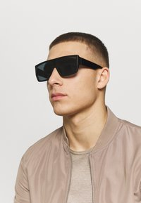 Jack & Jones - JACRAVE SUNGLASSES - Gafas de sol - black - 1