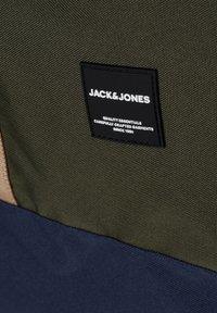 Jack & Jones - EVERYDAY - Reppu - forest night - 6