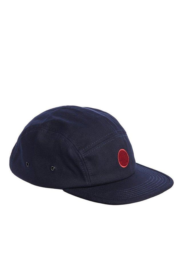 Caps - navy blazer