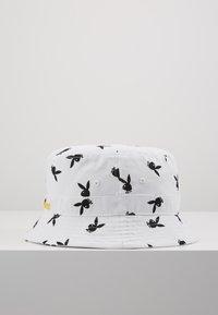 Jack & Jones - JACPLAYBOY BUCKET HAT - Hat - white - 2