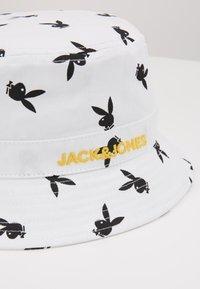 Jack & Jones - JACPLAYBOY BUCKET HAT - Hat - white - 4