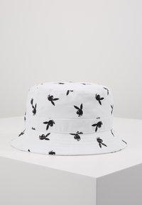 Jack & Jones - JACPLAYBOY BUCKET HAT - Hat - white - 0