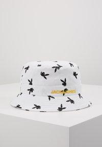 Jack & Jones - JACPLAYBOY BUCKET HAT - Hat - white - 1