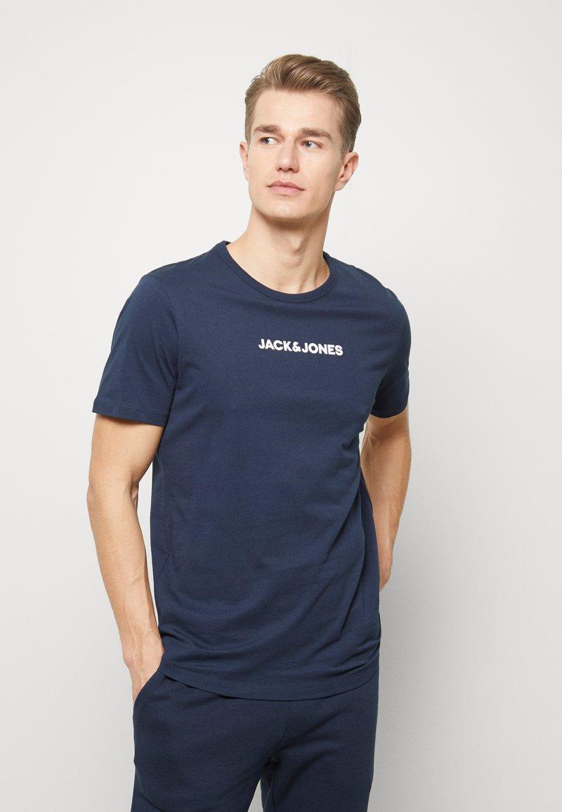 Jack & Jones - JACLOUNGE TEE - Pyjamashirt - navy blazer