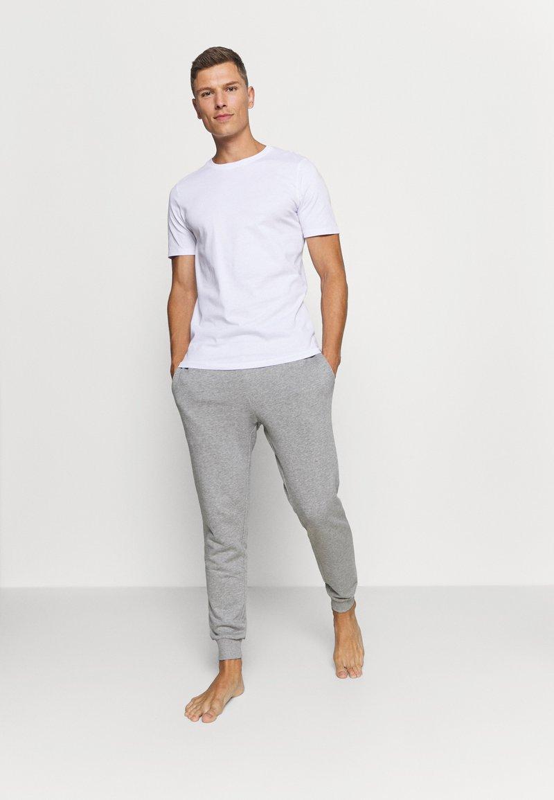 Jack & Jones - JACBASIC TEE CREW NECK 4 PACK - Pyjamasoverdel - white/black