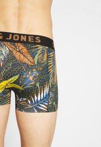 Jack & Jones - JACLEAVES TRUNKS 3 PACK - Onderbroeken - black/nautical blue/tomato cream - 2