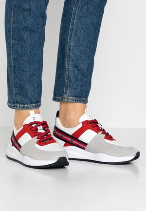 Sneaker low - red comb