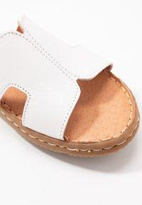 Jana - SLIDES - Pantofle - white - 2