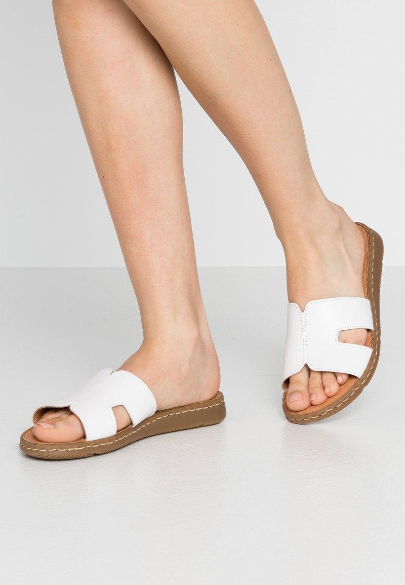 Jana - SLIDES - Pantofle - white