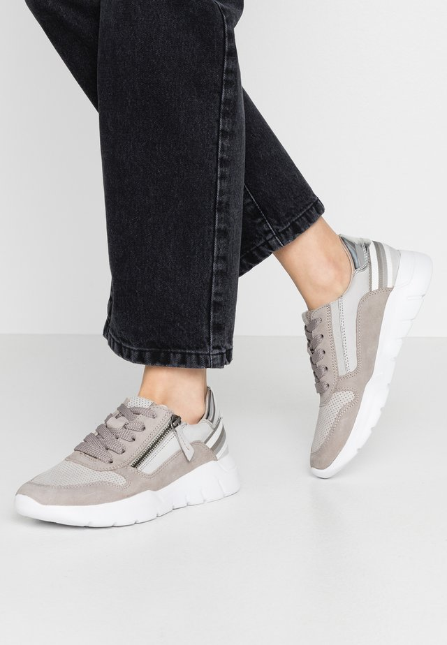 8-8-23728-24 - Baskets basses - grey