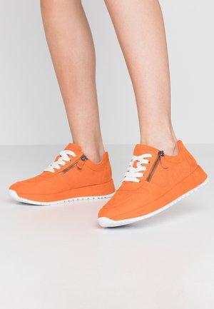 Baskets basses - burned orange