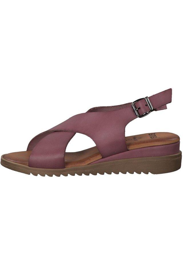 Sandały na koturnie - lilac