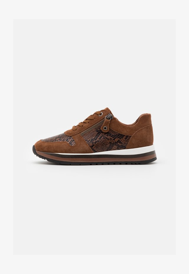 Sneaker low - chestnut