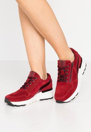 Sneakers - merlot