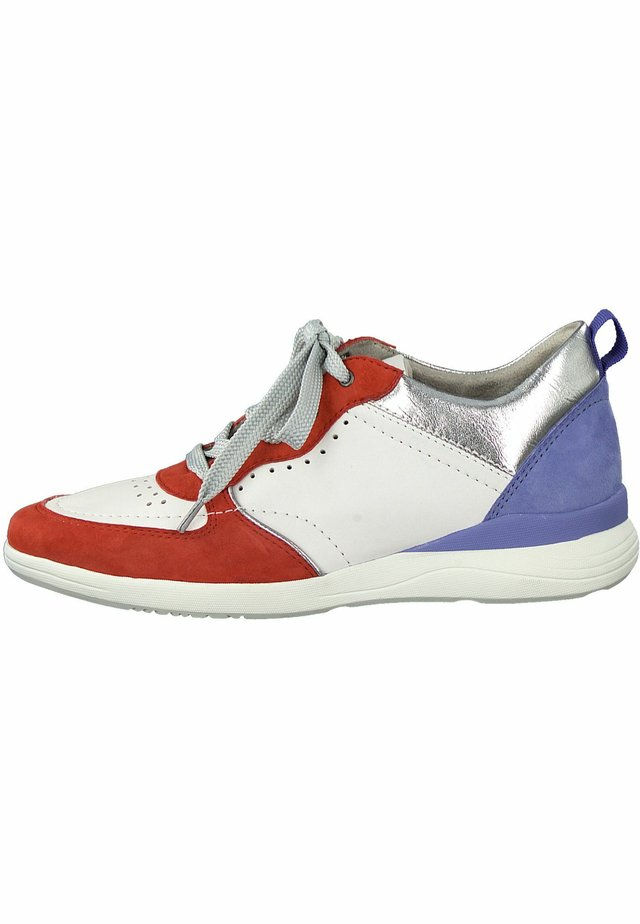 Trainers - blue comb