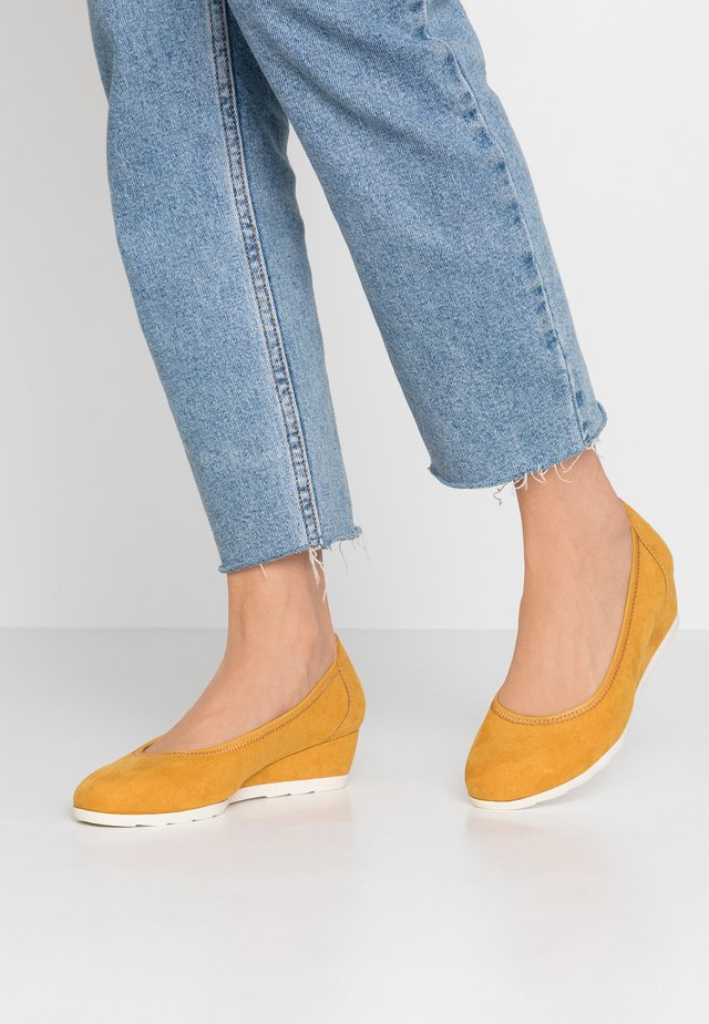 Wedges - yellow